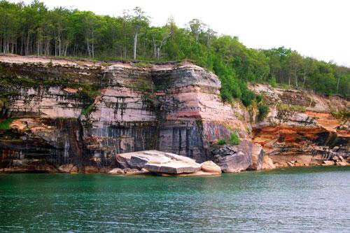 pictured-rocks-via-paddling-michigan