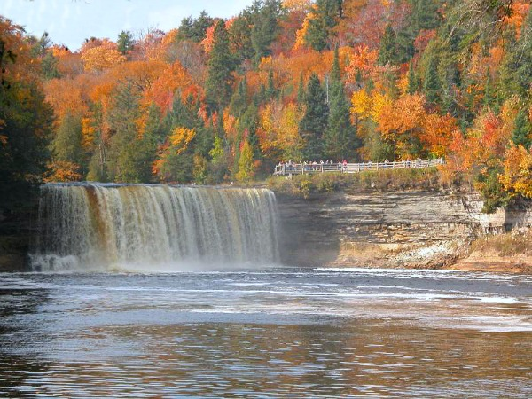 tahquamenon-falls
