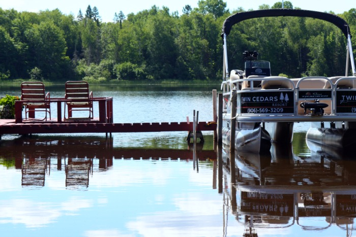 Twin Cedars Resort Pontoon Boat rental